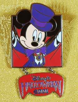 Tokyo Disneyland Halloween 2001 Mickey Mouse Dangle Pin